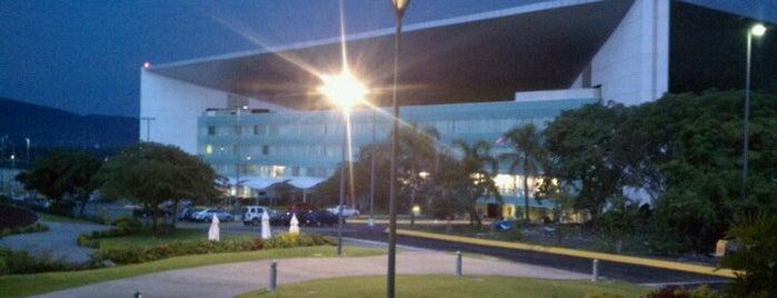 Tecnológico de Monterrey Campus Cuernavaca is one of Locais curtidos por Sergio.