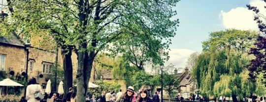 Bourton-on-the-Water is one of Lugares favoritos de Karen.