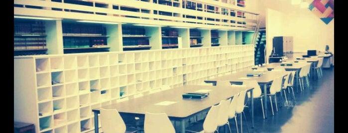 Bibliotheek Faculteit Recht en Criminologie is one of สถานที่ที่ Vincent ถูกใจ.