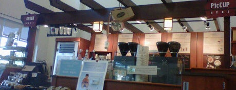 Caribou Coffee is one of Locais curtidos por Chad.