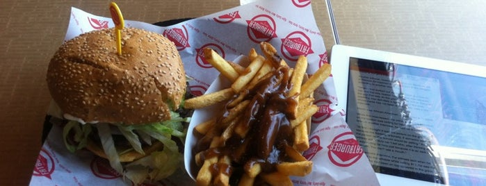 Fatburger is one of Lugares favoritos de Moe.