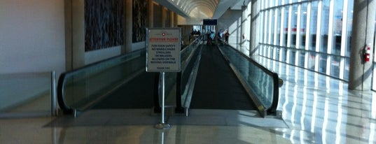 Aeropuerto de Dallas Love Field (DAL) is one of Places With Mostly Bad Reviews.