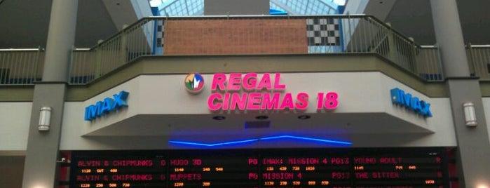Regal Crossgates & IMAX is one of Posti che sono piaciuti a Nicholas.