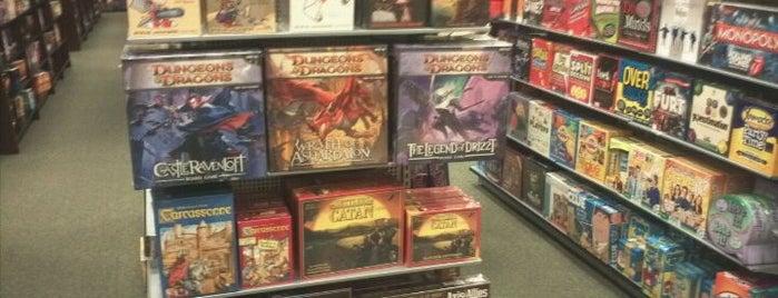 Barnes & Noble is one of Lieux qui ont plu à Teri.