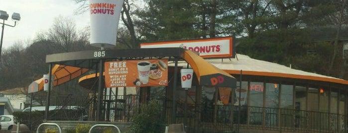 Dunkin' is one of Locais curtidos por Christa.