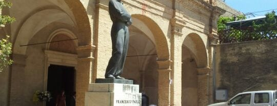 Piazza Michetti is one of Gabriele d'Annunzio -  #ilVate4sq.