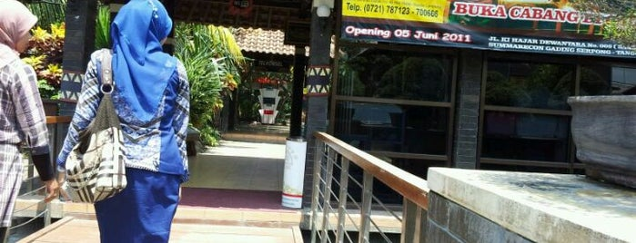 Taman Santap Rumah Kayu is one of Posti che sono piaciuti a Ronald.