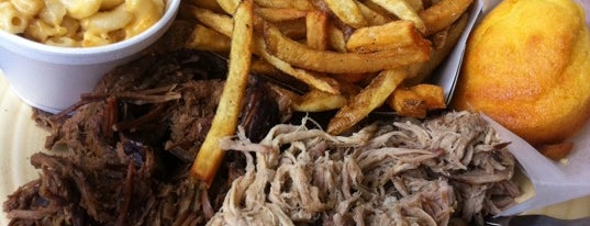 Selma's Texas Barbecue is one of Tempat yang Disukai Jackie.