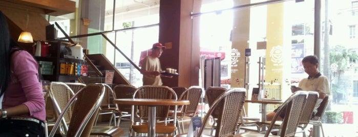 The Coffee Bean & Tea Leaf is one of Must-visit Coffee Shops in Makati City.