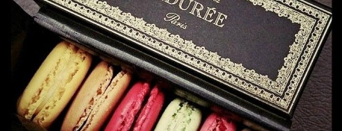 Ladurée is one of Dove mangiare/bere a Parigi.