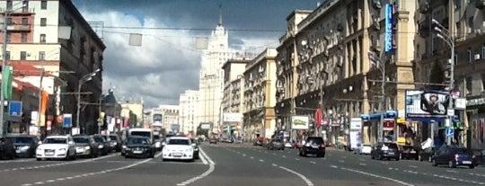 Площадь Земляной Вал is one of Tempat yang Disukai Jano.