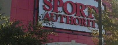 Sports Authority is one of Lieux qui ont plu à Fernand.