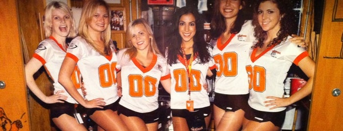 Hooters is one of B-restaraunt Chains.