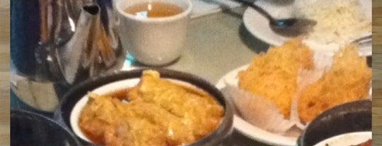 Shangri-La Chinese Restaurant is one of Posti che sono piaciuti a Bill.