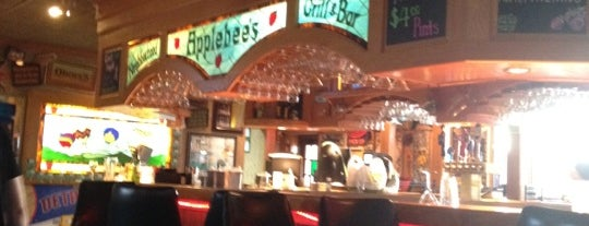 Applebee's Grill + Bar is one of Dave 님이 좋아한 장소.