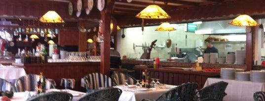 Restaurante La Bodega is one of Locais salvos de Carmen.