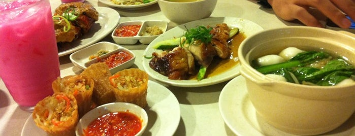 The Chicken Rice Shop is one of FAVE PLACE.