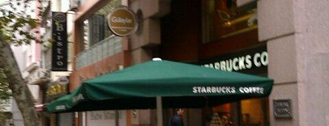 Starbucks is one of Lieux qui ont plu à Volkan.