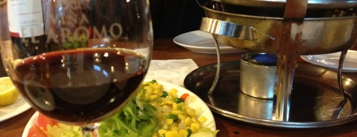 Peppo Restaurant, Carnes Y Parrilladas is one of สถานที่ที่บันทึกไว้ของ Caro.