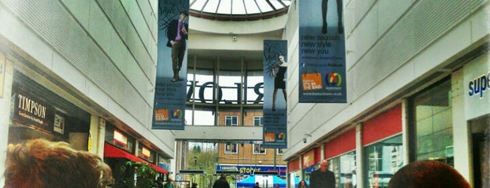 Marlowes Shopping Centre is one of Lugares favoritos de Carl.