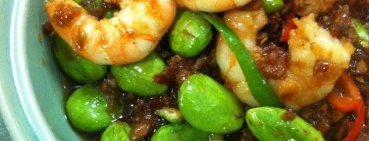 มัดหมี่ อาหารไทย is one of สถานที่ที่ Vee ถูกใจ.