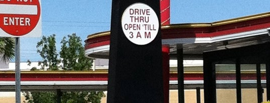SONIC Drive-In is one of Lugares favoritos de Annette.