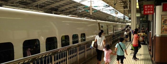 Tokaido Shinkansen Tokyo Station is one of Orte, die Masahiro gefallen.
