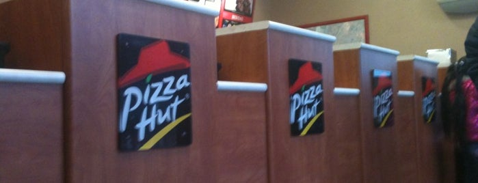 Pizza Hut is one of Gabiiさんのお気に入りスポット.