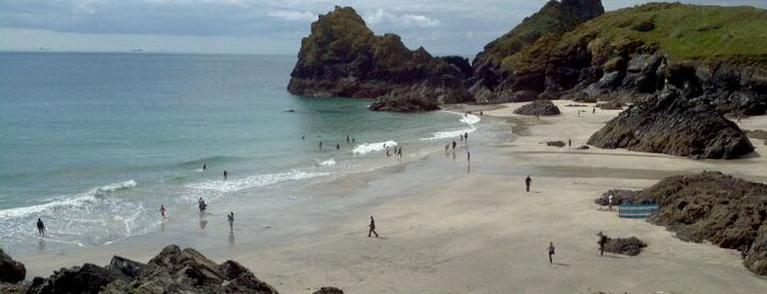 Kynance Cove is one of das schwimmwasser.
