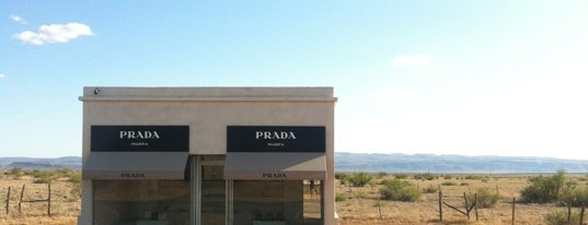 Prada Marfa is one of Lugares favoritos de Britney.