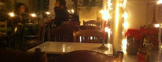 Yiasemi is one of Athens best cozy jazzy spots.