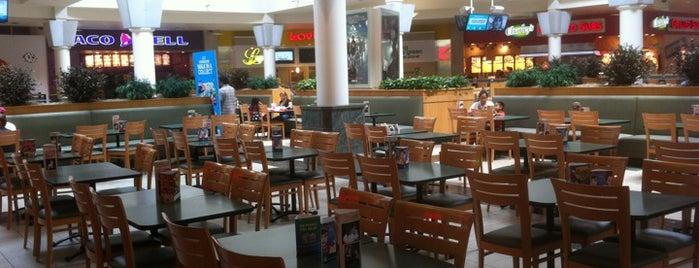 Food Court is one of Lugares favoritos de Alicia.