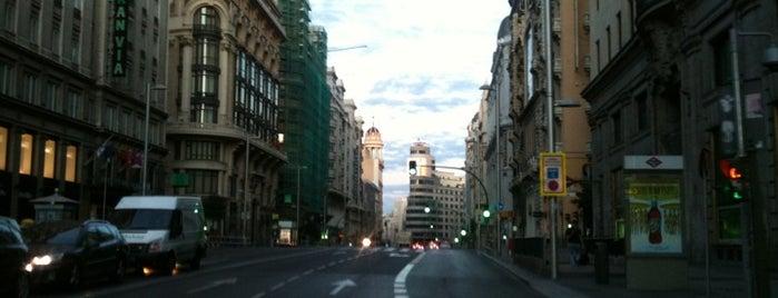 Gran Vía is one of Que visitar en Madrid.