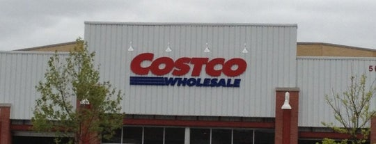 Costco is one of Orte, die Julie gefallen.