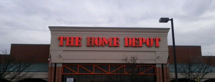 The Home Depot is one of Posti che sono piaciuti a Lucy.