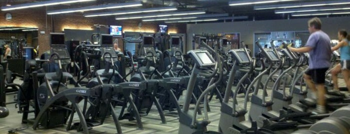 O2 Fitness Clubs / Seaboard is one of Sarahさんのお気に入りスポット.