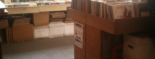 Earwax Records is one of VINYL.