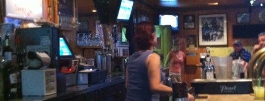 Riverbend Bar & Grill is one of Orte, die Lee gefallen.