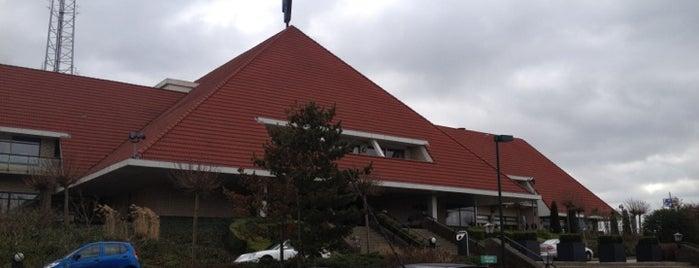 Van der Valk Hotel Hengelo is one of Lieux qui ont plu à Nieko.
