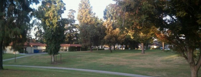 Alhambra Park is one of Placestoeat.