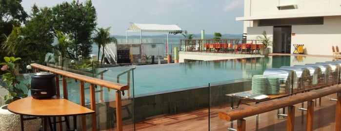 HARRIS Hotel Batam Center is one of le 4sq with Donald :).