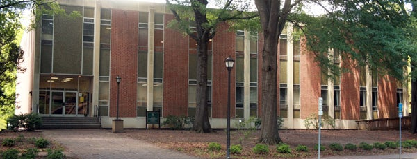 Adair Hall and Gymnasium is one of Lugares favoritos de Bianca.