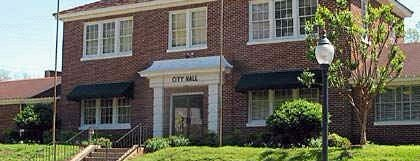 Clinton City Hall is one of Tempat yang Disimpan Gisele.