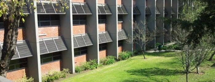 UNAM Facultad de Contaduría y Administración is one of Locais curtidos por Claudia.