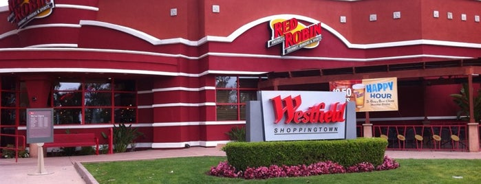 Red Robin Gourmet Burgers and Brews is one of Lajolla.