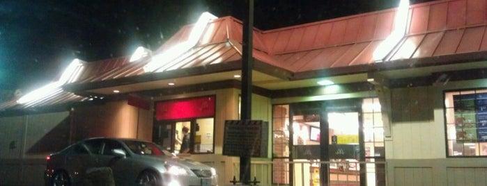 McDonald's is one of Tempat yang Disukai Jennifer.