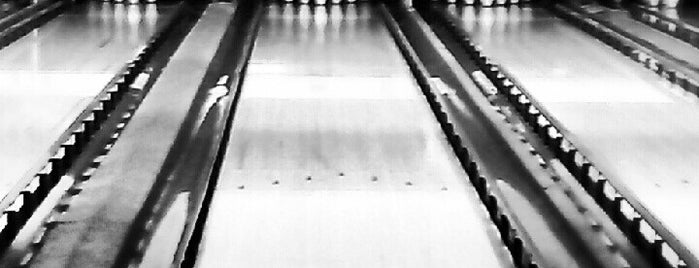 Ten Pin Alley is one of Lugares favoritos de Bruce.