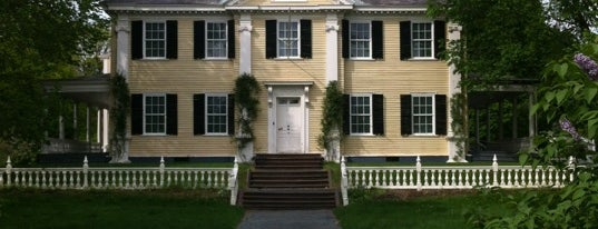 Longfellow National Historic Site is one of Posti che sono piaciuti a Viv.