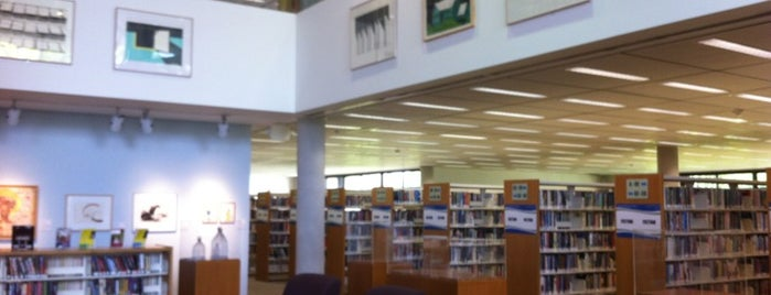 West Dade Regional Library - Miami-Dade Public Library System is one of Lugares favoritos de Val.