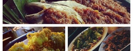 Juara Seafood Ikan Bakar is one of Tempat yang Disimpan Madir.